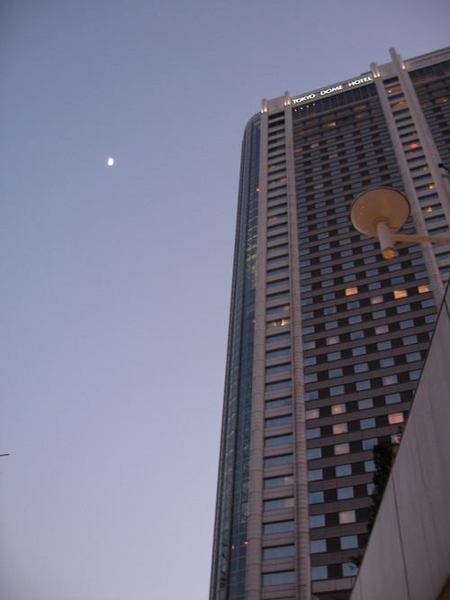 月と東京ドームホテル